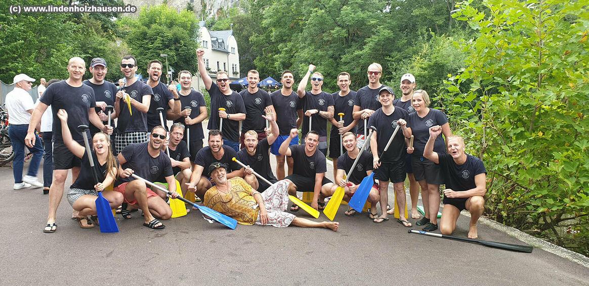 Team der Feuerwehr Lindenholzhausen - verdienter Sieger beim Drachenbootrennen im Rahmen der Summer Games 2019 in Limburg - (c) www.lindenholzhausen.de