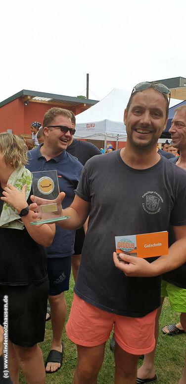 Wehrführer Markus Knoth kämpfte mit und ist stolz auf seine Truppe - (c) www.lindenholzhausen.de